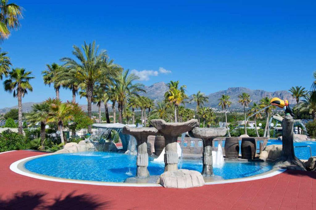 Camping con piscina Villamar