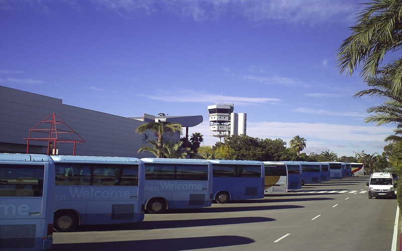 From the nearest airport to Benidorm with bus
