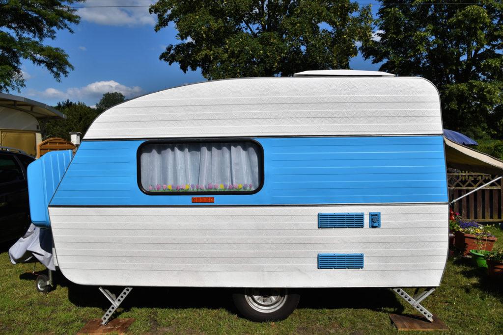 Restaurar y pintar una caravana